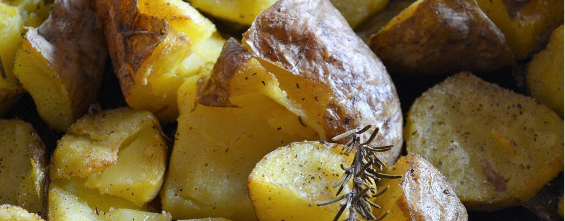 Patate al forno con pangrattato e rosmarino